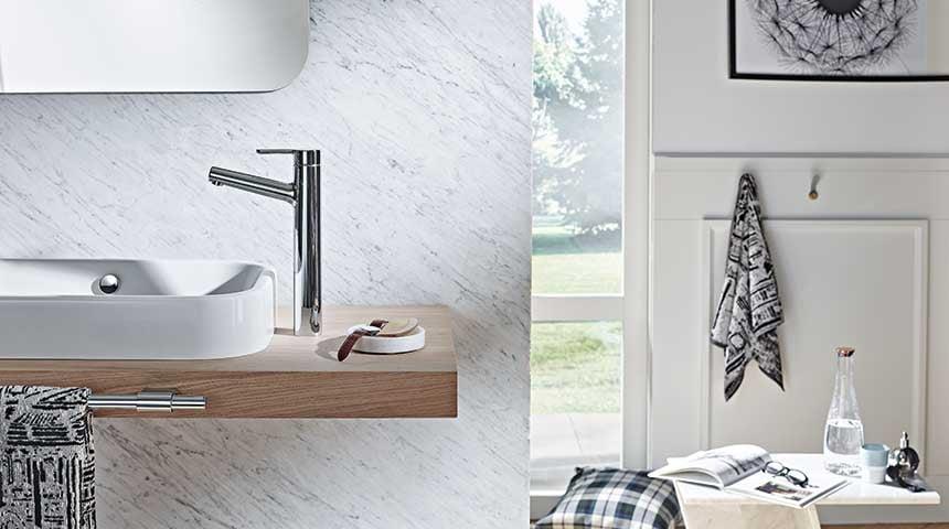Vaskekumme med højt Oras Inspera 3001F-armatur.