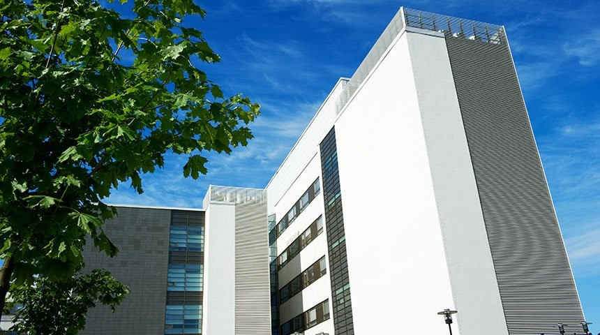 Slimnīcas apsver, kādas renovācijas var veikt pašlaik, lai uzlabotu pacientu un personāla drošību.