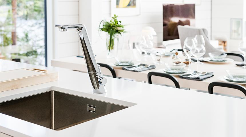 ALESSI SEnse by Oras kitchen faucet _ open plan kitchen