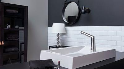 Oras Inspera berøringsfri håndvaskarmatur er udstyret med en Bluetooth sensor.