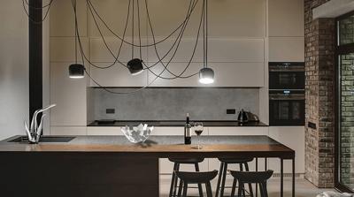 Alessi Swan by Oras - et sandt midtpunkt i køkkenet.
