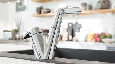 Oras Signa køkkenarmatur er udstyret med en smart udtræksbar tud.