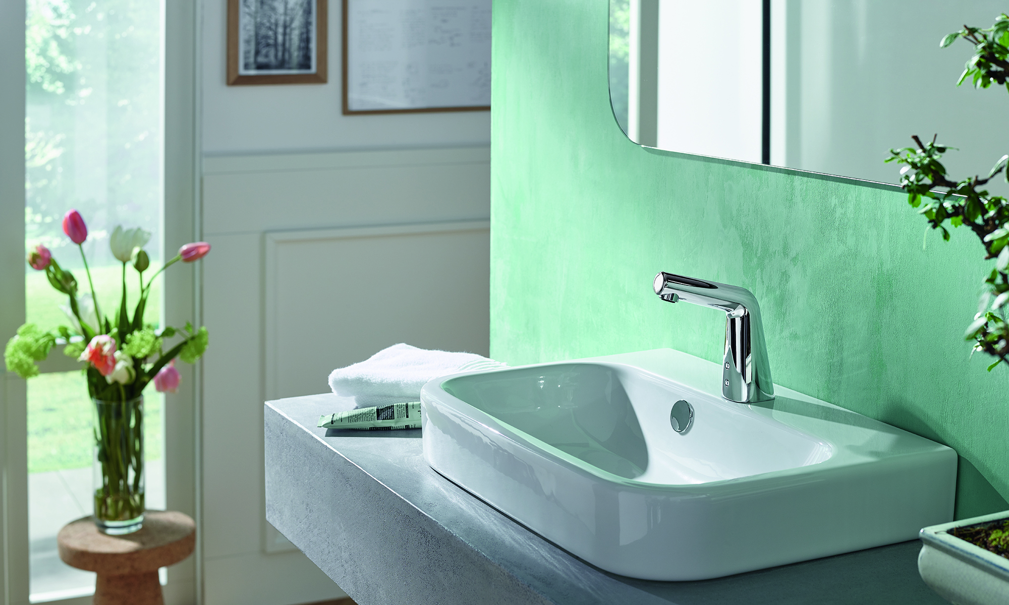 An eye-catcher at the private washstand: the touch-free  Oras Inspera