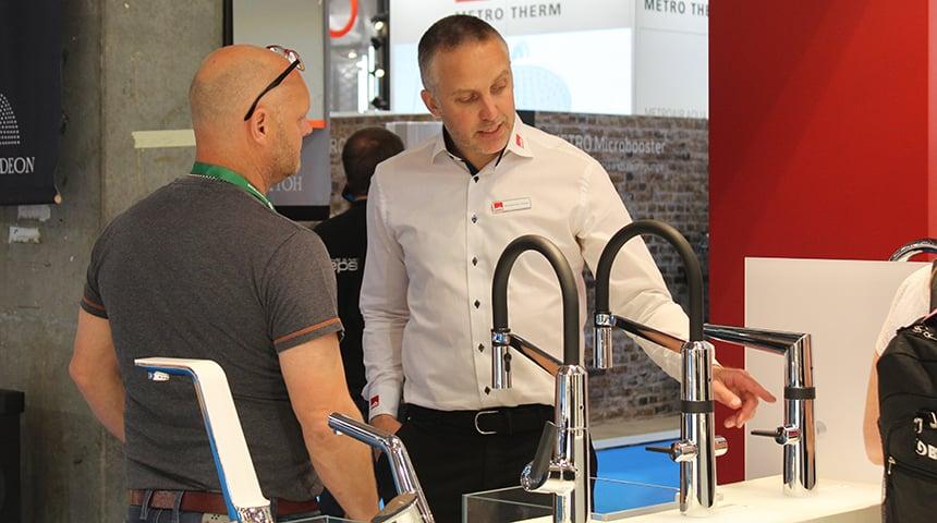 Nicholai Max Gringer fortæller om de mange fordele ved Oras Optima køkkenarmaturerne.