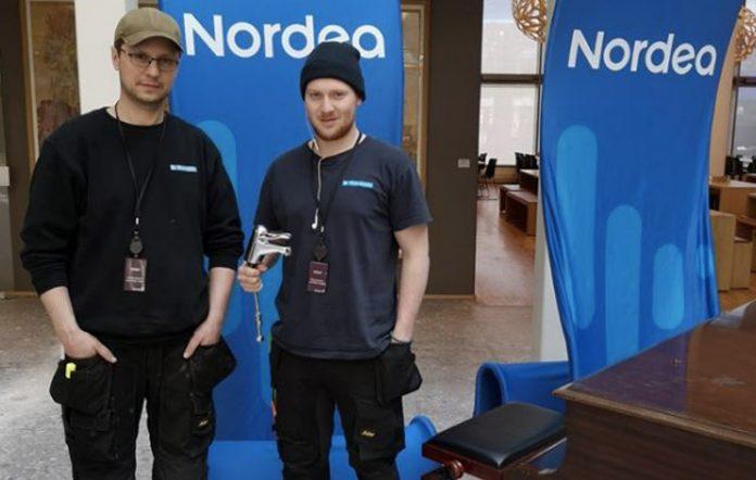 Fornøyde rørleggere i firmaet VB TR Vann og Varme har montert berøringsfrie Oras-kraner på Nordeas hovedkontor.