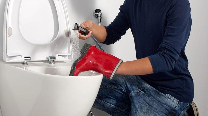 Oras Bidetta har mange ulike bruksområder, som for eksempel å vaske støvlene dine.