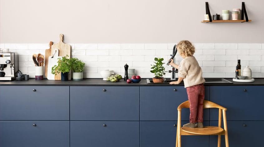 En smart, berøringsfri kjøkkenkran har mange funksjoner for mer hygienisk og sikker matlaging.